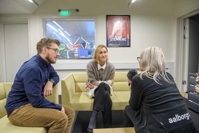 Skuespillerne kiggede i dag forbi her på Nordjyske Medier til en snak om filmen. Foto: Peter Broen