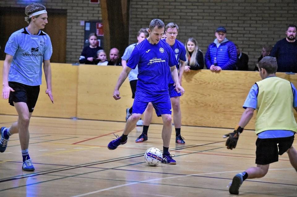 Midtthy mod Vestervig Agger (mørkeblå). Kampen endte 12-0 til Midthy . Av Agger... Foto: Ole Iversen Ole Iversen