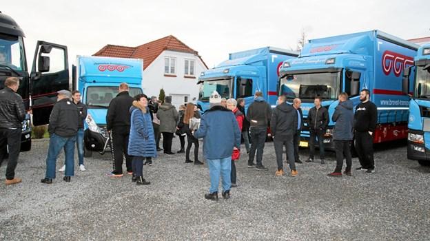 Der kom mange forbi for at se de nye biler. Foto: Flemming Dahl Jensen Flemming Dahl Jensen