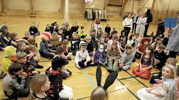 Alle elever deltog, og inden tøndeslagningen i Asaa Hallen blev de orienteret om reglerne. Foto: Jørgen Ingvardsen Jørgen Ingvardsen