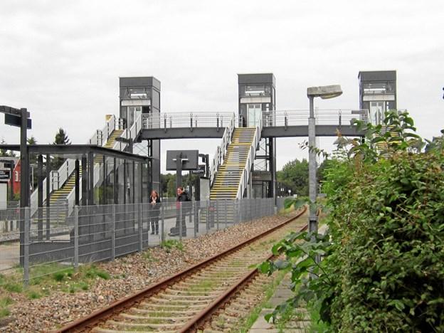 De to elevatorer, der betjener perron 2 og 3 på Skørping Station, er nu i fuld drift igen efter næsten tre måneders pause.