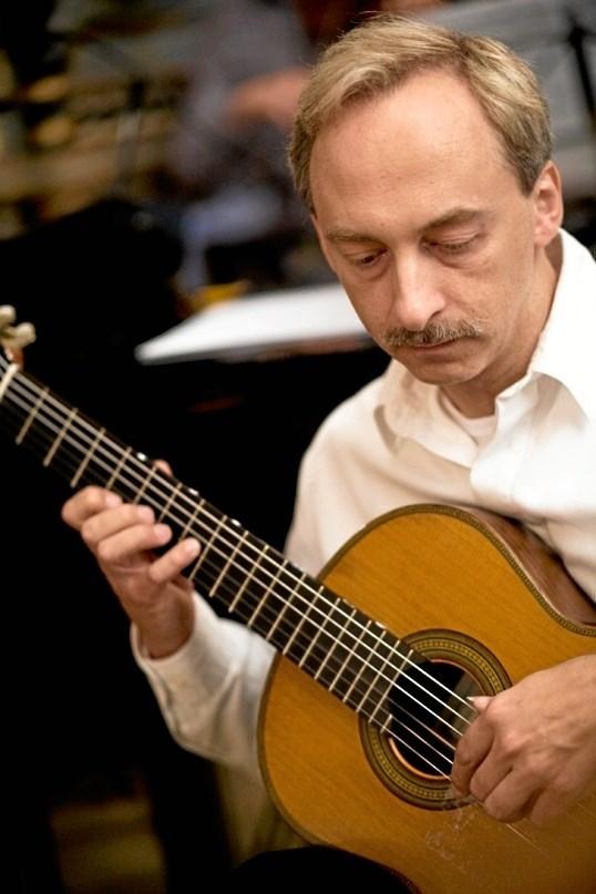 Carsten Pedersen - giver 14. februar guitarkoncert i Munkesalen i Mariager. PR-foto
