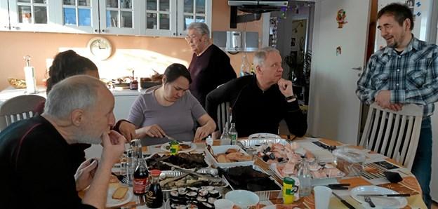 Ulrik fortæller: - Jeg bliver ofte inviteret til kaffemik blandt mennesker, jeg ikke tidligere har mødt. Sådan er det i Grønland. Privatfoto Ole Torp