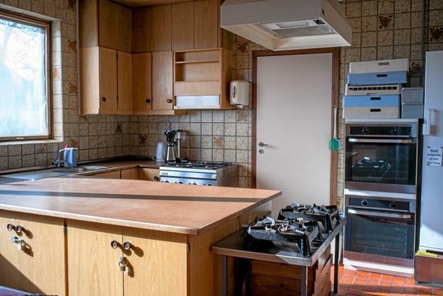 Det gamle køkken var umoderne, men med Vindmøllepengene og en donation fra ENV Fonden er køkkenet nu renoveret til tip-top moderne stand. Foto: Niels Helver