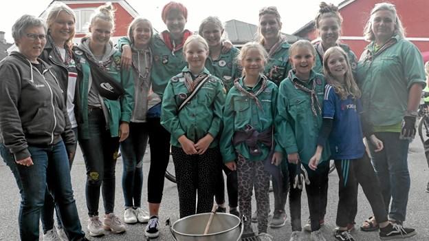 Ålbæks Pigespejdere sørgede for varm suppe til deltagerne. Foto: Peter Jørgensen Peter Jørgensen