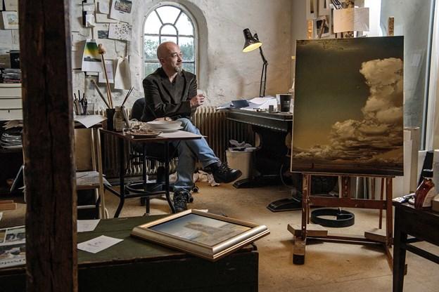 Danny Heinricht inviterer indenfor i Kunstlade Gjøl. Arkivfoto: Lars Pauli