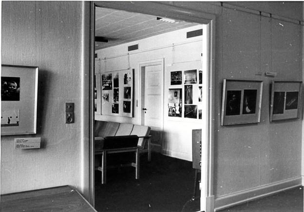 Der var hyppigt skiftende udstillinger på 1. sal i biblioteket. Her er der fotoudstilling i 1969. LOKALHISTORISK ARKIV SKAGEN