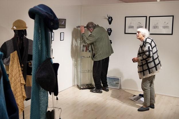 Kunstneren Otto Gro-Nielsen fra Skallerup på Mors og hustruen Louise finpudser detaljerne.