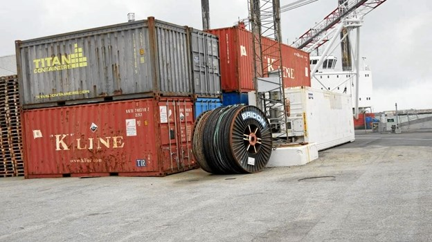 Containerne der håndteres dagligt ved af- og pålæsning på skibene i Hirtshals Havn. Foto: Jens Brændgaard