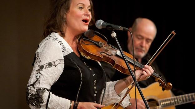 Lasse og Mathilde spiller i Tannishus.   Arkivfoto