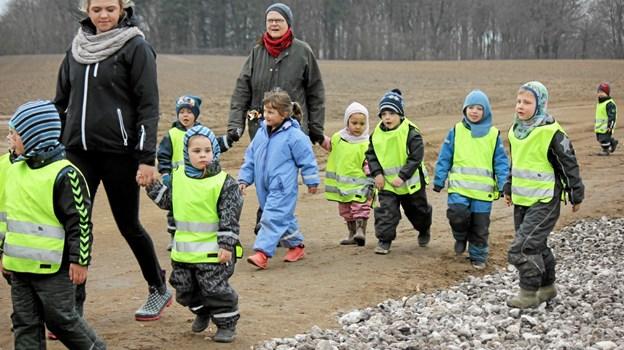 Børnene var klædt på og klar til at plante træer. Foto: Flemming Dahl Jensen Flemming Dahl Jensen