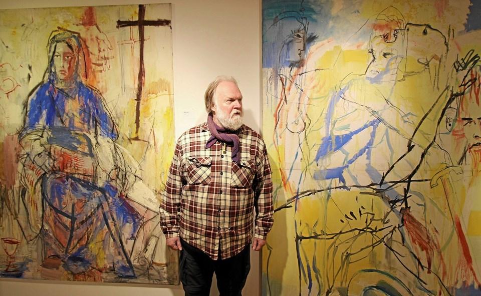 Kunstneren Arnt Uhre udstiller en række kraftfulde ekspressionistiske malerier i Kældergalleriet. Foto: Jørgen Ingvardsen Jørgen Ingvardsen