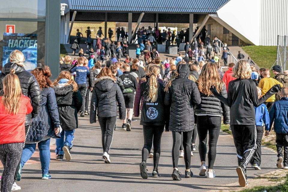 De mange elever skulle løbe på en 800 meter lang rute fra Lanternen i Løgstør og omkring skolen. Foto: Mogens Lynge Mogens Lynge