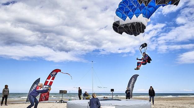 I weekenden afholdt en international faldskærmskonkurrence i Blokhus, hvor nogle af verdens bedste springere deltog. © Henrik Bo