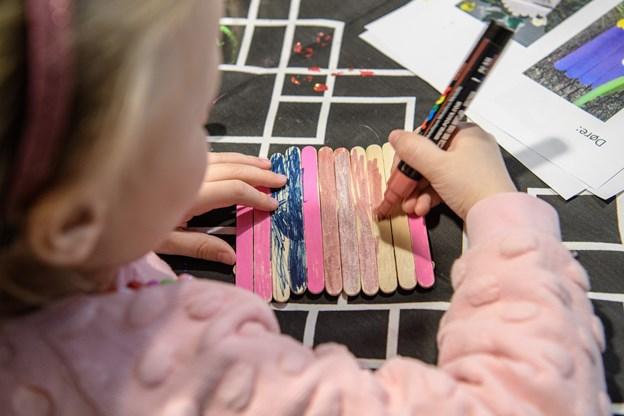 - Lyserød og lilla er mine yndlingsfarver, forklarer 4-årig Cirkel fra Frederikshavn. Peter Broen