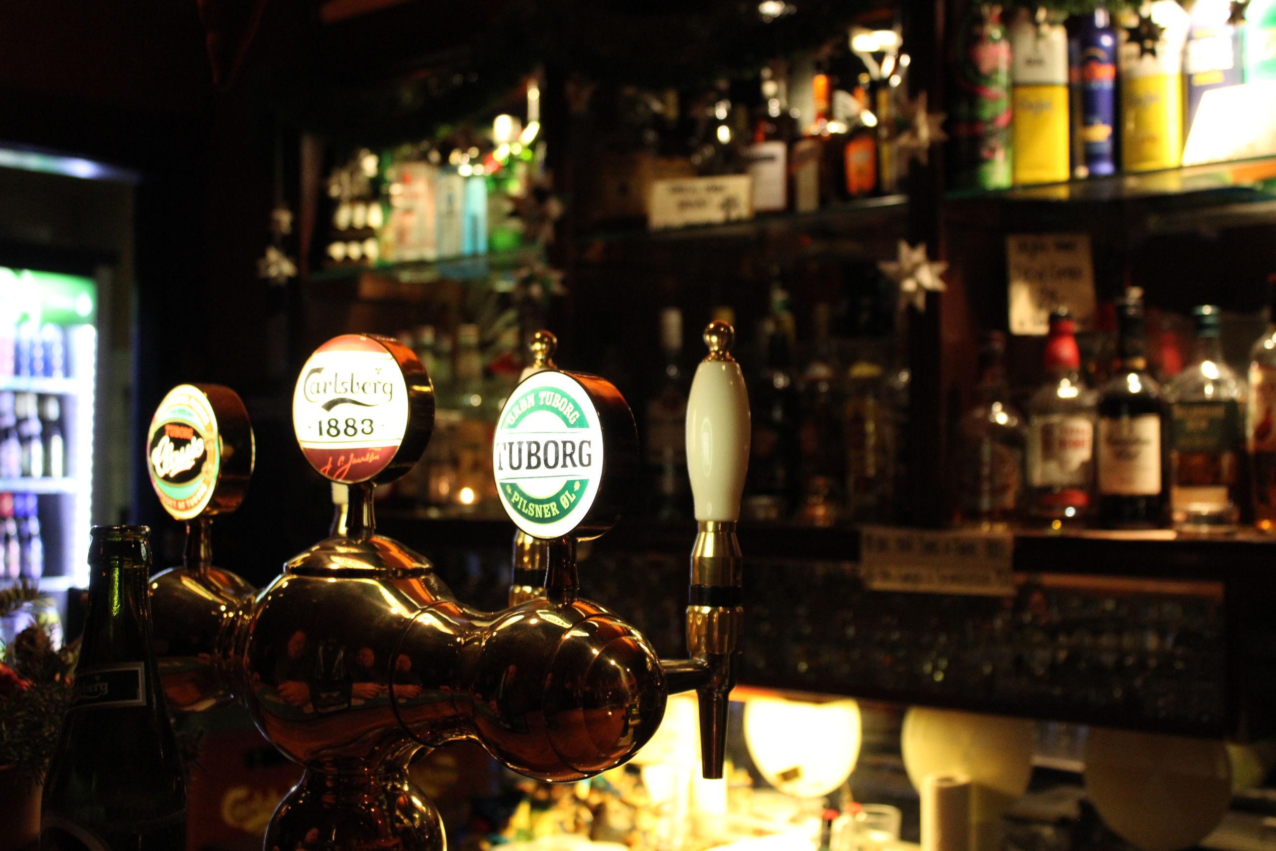 Udbuddet af drikkevarer hos Jægerstuen er klassisk men alligevel med små finurligheder og gode tilbud. Foto: Pauline Vink