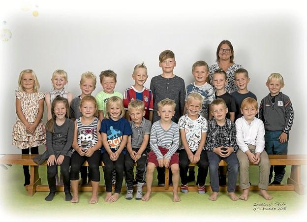 0. og 1. klasse på Ingstrup Trivselsskole samt lærer Jette Nørgaard. Foto: Bøjstrup Reklamefoto