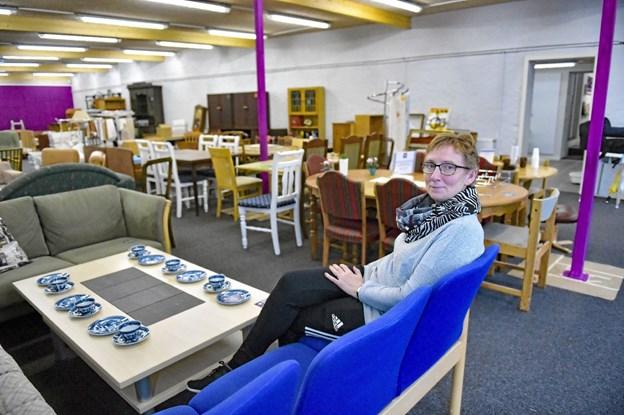 Butiksleder Elsa Pedersen glæder sig over de flotte nye lokaler, der kommer til at præsentere møbler meget bedre. Foto: Ole Iversen