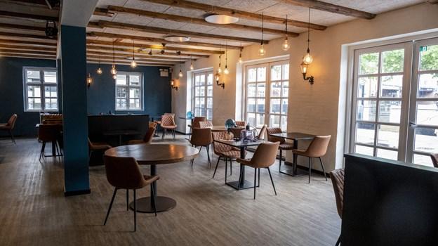 De fire restauratører har selv haft gang i pensler, klude og meget andet for at gøre stedet klar til åbning. Foto: Lasse Sand