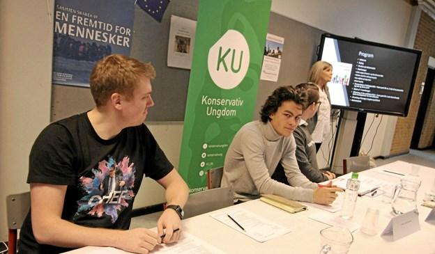 Ungdomspolitikerne Ask Baaner (RU), Lasse Dammtoft (VU) og Mathias Nielsen (KU) deltog i panelet ved debatmødet på Dronninglund Skole.Foto: Jørgen Ingvardsen Jørgen Ingvardsen