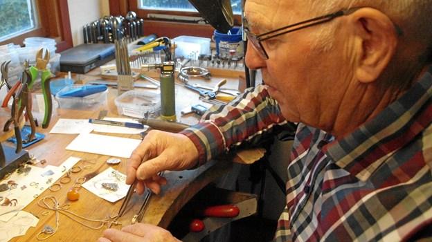 Her arbejder Kurt i sit værksted    Foto: Arne Larsen-Ledet
