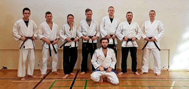 Gruppen fra Complete Karate i Aars, som gennem en uge kæmpede for at blive gradueret yderligere. Privatfoto