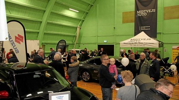 Der var mange som var interesseret i nye biler. Foto: Flemming Dahl Jensen Flemming Dahl Jensen