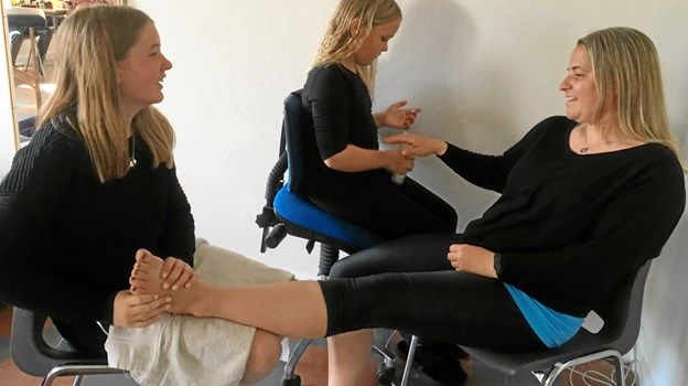 Fodbehandling og neglelakering i Ørebrobys Beauty Clinique var meget populært. Foto: Ørebroskolen