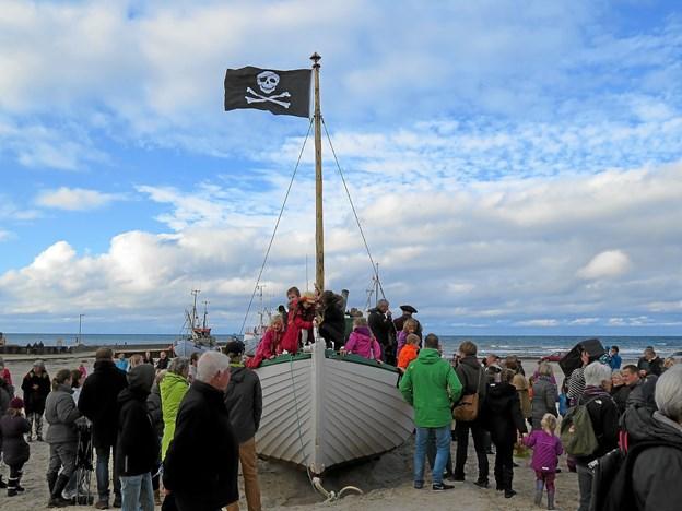 Traditionen tro kommer Piraterne hjem til Løkken med slik i efterårsferien. Det er i år onsdag kl. 13. Arkivfoto