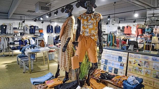 Samilla er nu en tøjbutik for kvinder. Men også for mændene som har deres egen afdeling i butikken. Ole Iversen