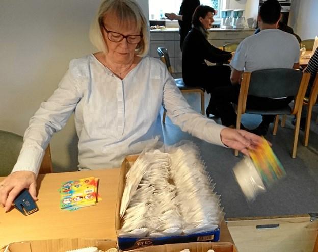 Lise Søndergaard er frivillig, og nyder at fordybe sig i SIND-Husets faste arbejde for Malte Haaning Plastic A/S.