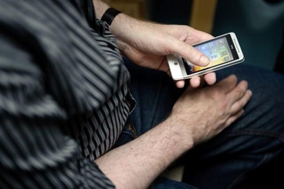 Salget af smartphones er eksploderet de seneste år, og det vil bare fortsætte, mener professor. Arkivfoto                Det kan godt være svært at finde ud af de nye smartphones. Foto: Claus Søndberg