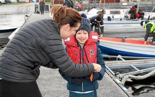 Det er vigtigt at alle har redningsvest på inden der sejles ud på fjorden. Flemming Dahl Jensen