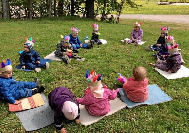 12 små indianere samlet til sjov i Vilsted.  Privatfoto