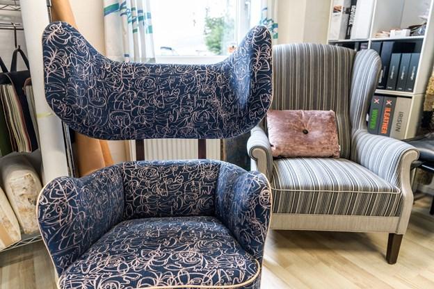 Henrik Holm har flere lærlinge ansat, den blå stol er designet af Freja Aslak Lutzke, der bestod sin svendeprøve med den og også har deltaget i DM i Skills.