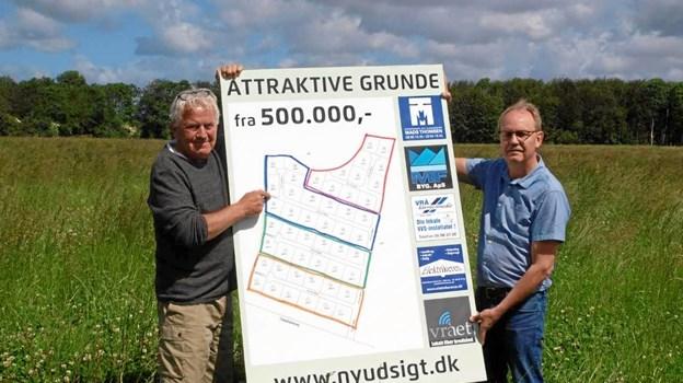 - Vi håber, kommunen vil skynde sig, sige Niels Henrik Nielsen og Arne Larsen-Ledet fra VBE, for vi har købere, der tripper og håndværkere, der står parate.