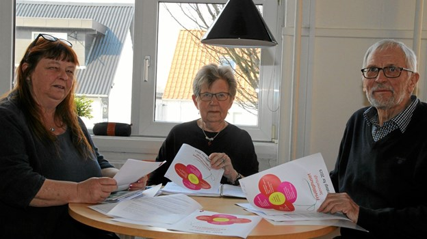 På billedet ses leder Jette Juel Jensen, næstformand Grethe Dragsbæk og formand Steen Andersen. Kasserer Allan Jensen var forhindret, men har skrevet under. Foto: Flemming Dahl Jensen