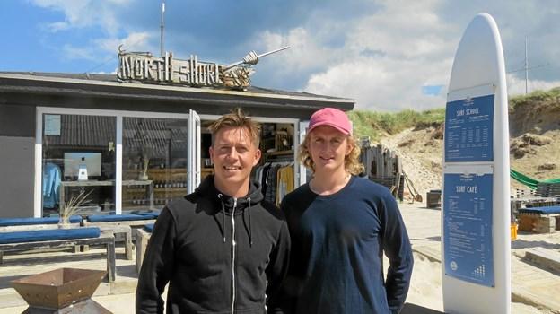 Kasper og Jonas Brix hædret for at skabe et surfermiljø i Løkken. Foto: Kirsten Olsen Kirsten Olsen