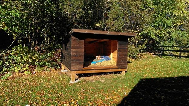 Den solide shelter er opført i den parklignende have, som omgiver Bøgely. Privatfoto