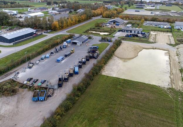 Sådan ser Aabybro genbrugsplads ud nu. Kommunalbestyrelsen har besluttet, at den skal moderniseres, hvilket indebærer en ny bygning og flere containerpladser. Arkivfoto