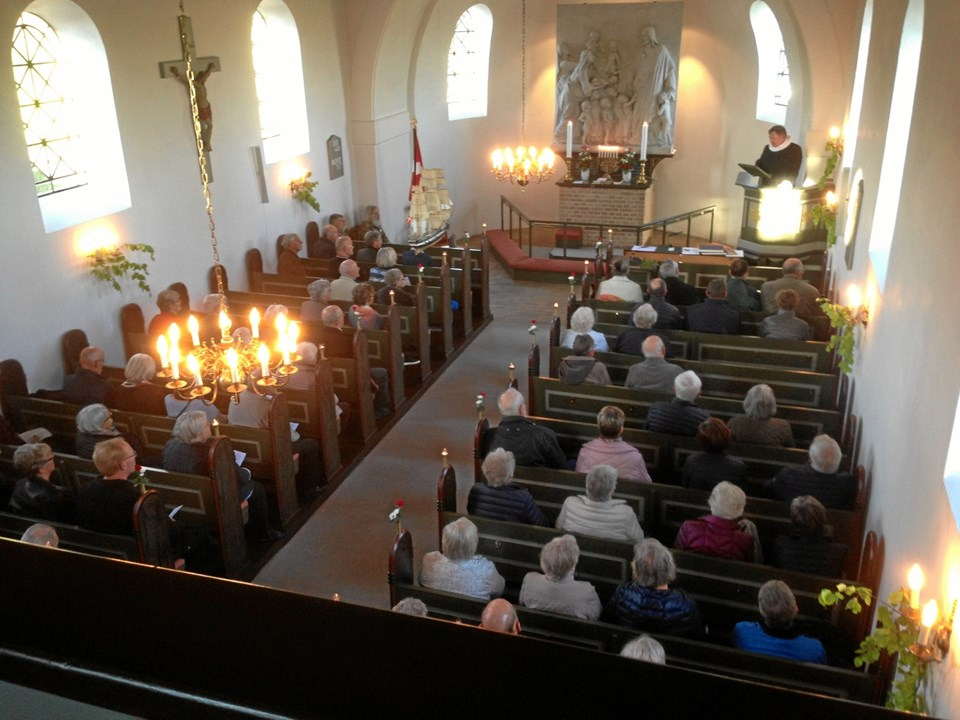 Sognepræst John Kristensen tog i sin prædiken udgangspunkt i en lignende befrielsesgudstjeneste med erindringer fra danske modstandsfolk.  Privatfoto