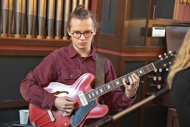 En guitarsolo blev det også til i kirken,Foto: Kurt Bering Kurt Bering