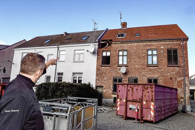 Det er kun bygningen af røde sten der skal fjernes. Foto: Ole Iversen Ole Iversen
