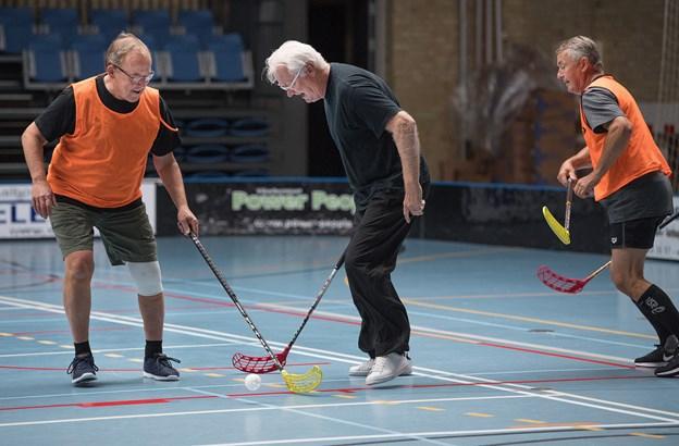 Floorball for ældre, her fra Brønderslev, er et blandt nye tilbud i BTI til 60+ Foto: Hans Ravn