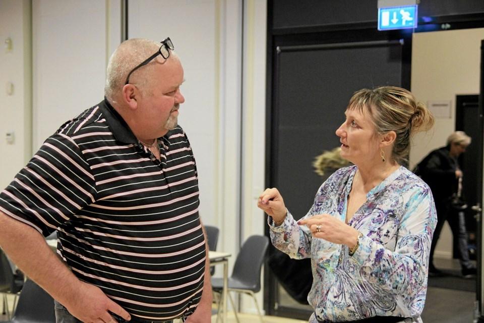 Ting bliver forklaret. Foto: Flemming Dahl Jensen Flemming Dahl Jensen