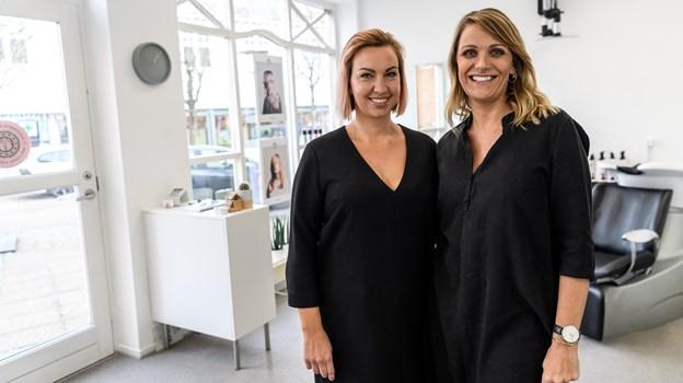 Frisør Lotte Libak med sin ansatte frisør Signe Lykke Nielsen.Foto: Nicolas Cho Meier Nicolas Cho Meier