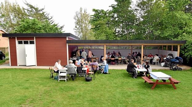 Lørslev Cafe og Kulturhus er blevet udvidet med et nyt redskabshus på 45 kvadratmeter samt en overdækket terrasse på 80 kvadratmeter. Foto: Niels Helver Niels Helver