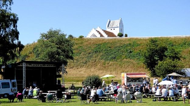 Bibbi & Sniff fortalte formand for borgerforeningen i Als, Hans Lybæk, at det er det mest naturskønne område, hvor de har spillet. Foto: Ejlif Rasmussen Ejlif Rasmussen