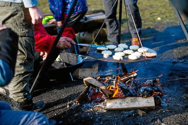 Der bliver blandt andet lavet bål, når spejderne inviterer til aktivitetsdage.Privatfoto