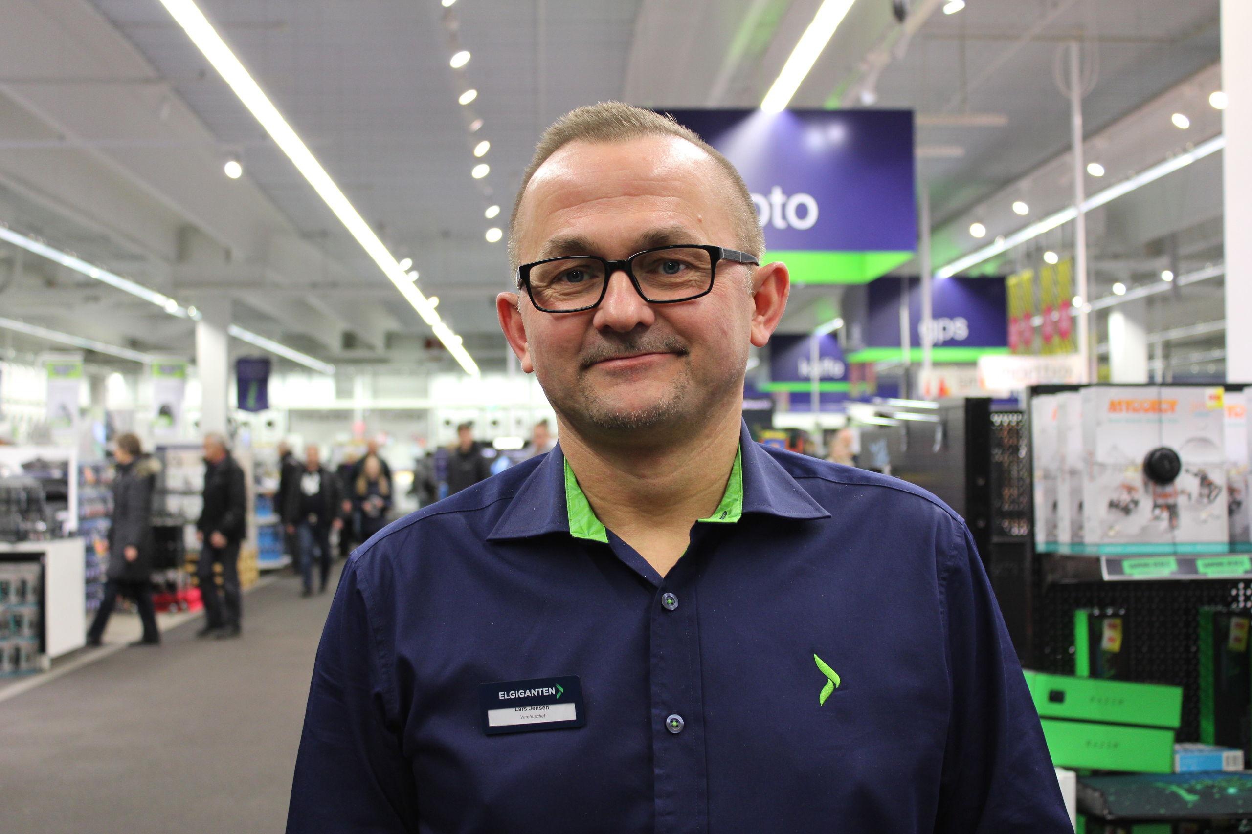Lars Jensen er imponeret over de mange kunder, der var mødt op fra morgenstunden. Foto: Pauline Vink